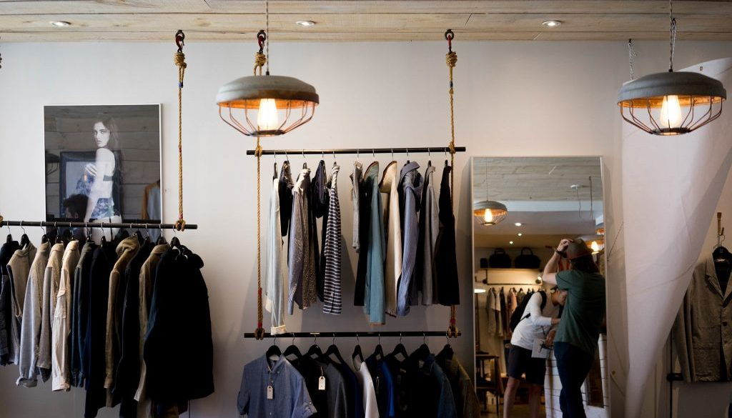 clothing-store-984396_1920-min